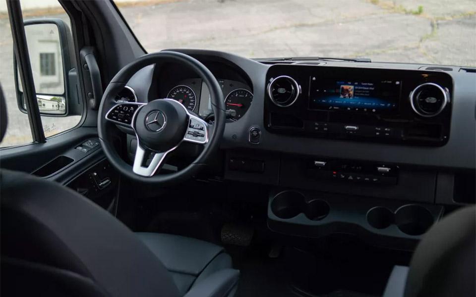 Mercedes-Benz-Executive-Sprinter-Van-Panel