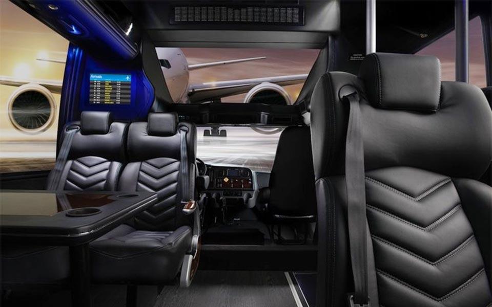 Minibus GM40 37 Pax - Front View