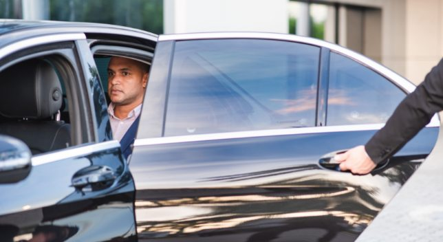 How do I choose a limousine service at the airport?