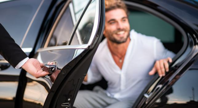 advantages of hiring a limo service